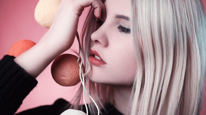 blond włosy farbowane